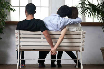 Partner cheating her man