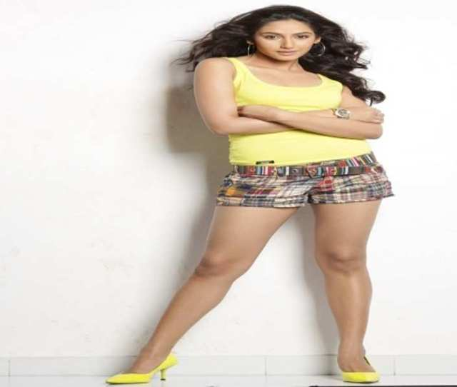 When Actress Ragini Dwivedi Arrived To Promote Her Upcoming Flick Ragini Ips At The Press Club On Wednesday She Refused To Get Off Outside The Premises And