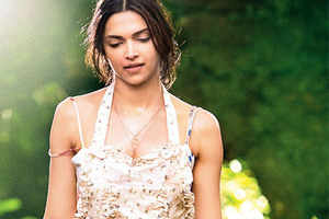 Deepika Padukone plans get together for 'Finding Fanny' team