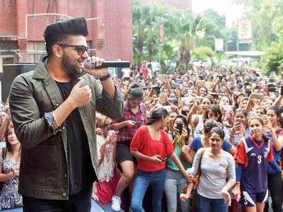 Guru Randhawa at a DU college