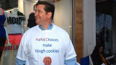 La Jolla resident wore shirt he designed and gave others to Hillary Clinton and her family.