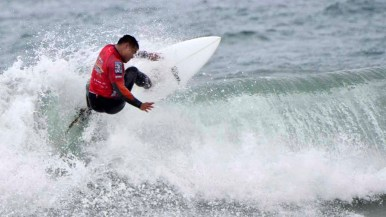 Randy Adalin of the Navy scores points in the early rounds of the Pendleton Surf Club's inaugural competition.