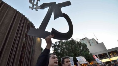 Demonstrators call for a $15 minimum wage. Photo by Chris Stone