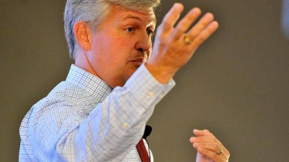 Incumbent Supervisor Dave Roberts speaks at fourth District 3 county supervisor debate. Photo by Ken Stone