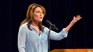 Sarah Palin gives a speech to Donald Trump fans prior to the Republican presumptive nominee's talk. Photo by Chris Stone