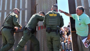 Border agents close the gate after six families met with their Mexican relatives. Photo by Chris Stone
