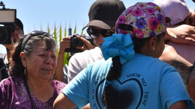 Carmen Guizar Montiel (left) meets with her daughter and grandchild. Photo by Chris Stone