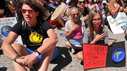 Young girls pat their hearts for 100 seconds during activity held simultaneously at climate marches around the country, including in front of the White House. Photo by Ken Stone