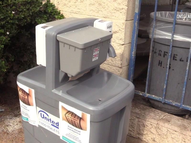 Portable hand washing station