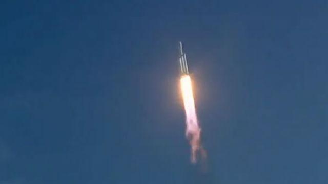 Falcon Heavy in flight