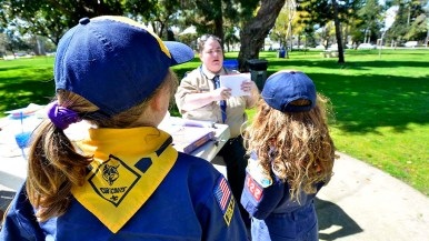 Den Leader D.D. Hutto goes over the Cub Scout pledge with the girls.