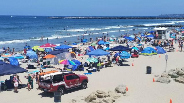 Ocean Beach crowd on July 4