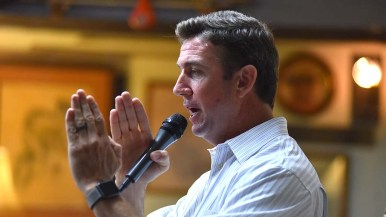 "Rep. Duncan Hunter uses hands to show difference between Democrats, Republicans and ""anti-government"" people."""