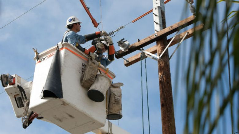 SDG&E crew working on a power pole