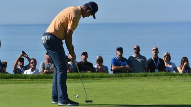 Justin Rose putts into the 5th hole of the Farmers Insurance Open at Torrey Pines Golf Course.