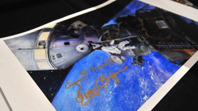 Flight director Gerry Griffin used gold-colored ink to autograph picture of Apollo 9 docking.