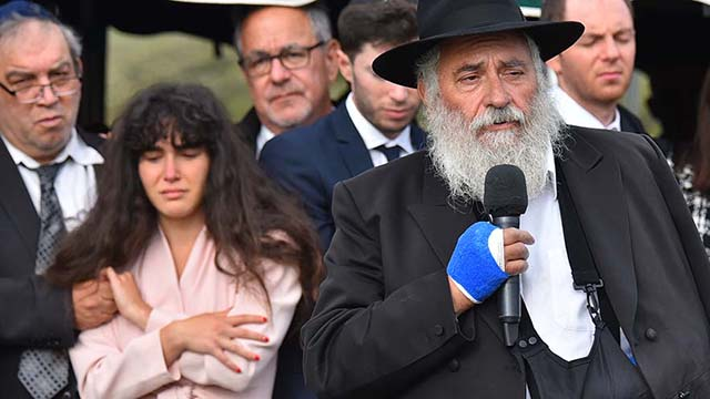 Chabad of Poway Rabbi Yisroel Goldstein speaks at gravesite of Lori Gilbert Kaye at El Camino Memorial Park.