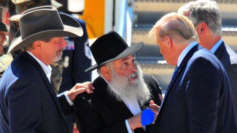 As Poway Mayor Steve Vaus looks on, Rabbi Yisroel Goldstein chats with President Trump.
