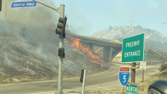 Wildfire burns near Golden State Freeway