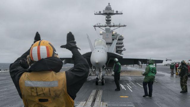 F/A-i8 Super Hornet prepares to launch