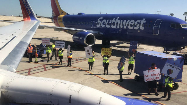 Southwest Airlines employees thank tavelers