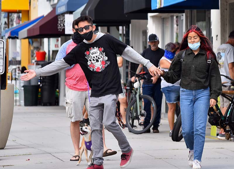 About 30 percent of people on the streets in downtown Coronado wore masks.