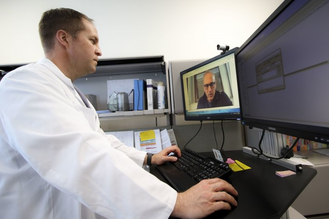 Army doctor provides online health counseling