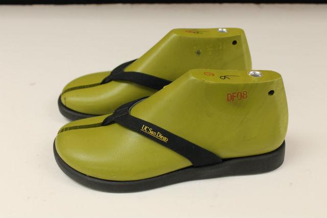 Algae-based flip-flops