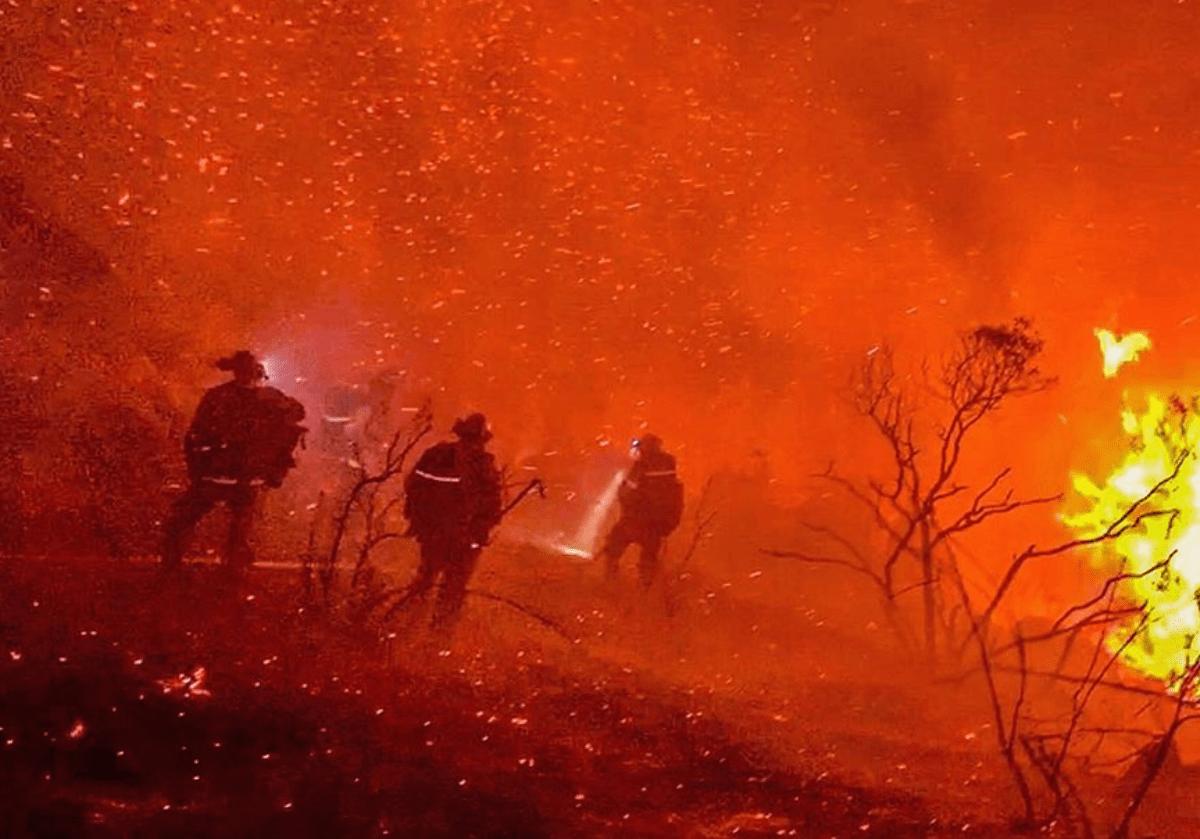 Crew battles Valley Fire.