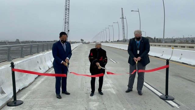 Ribbon cutting for bridge opening