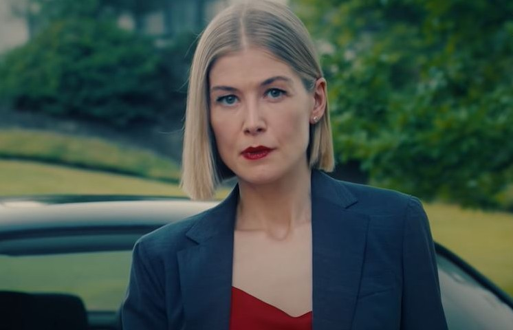 "Rosamund Pike in ""I Care a Lot"" on Netflix"