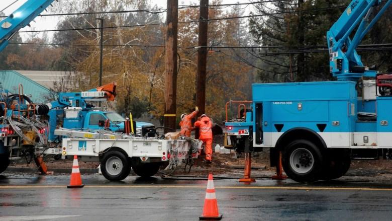 PG&E crew repairs power lines