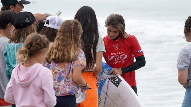 Winner Caroline Marks signs autographs for young fans. Photo by Chris Stone