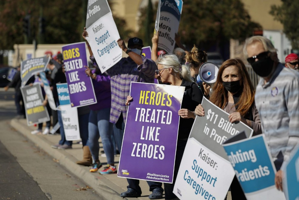 Hospital staffers protest