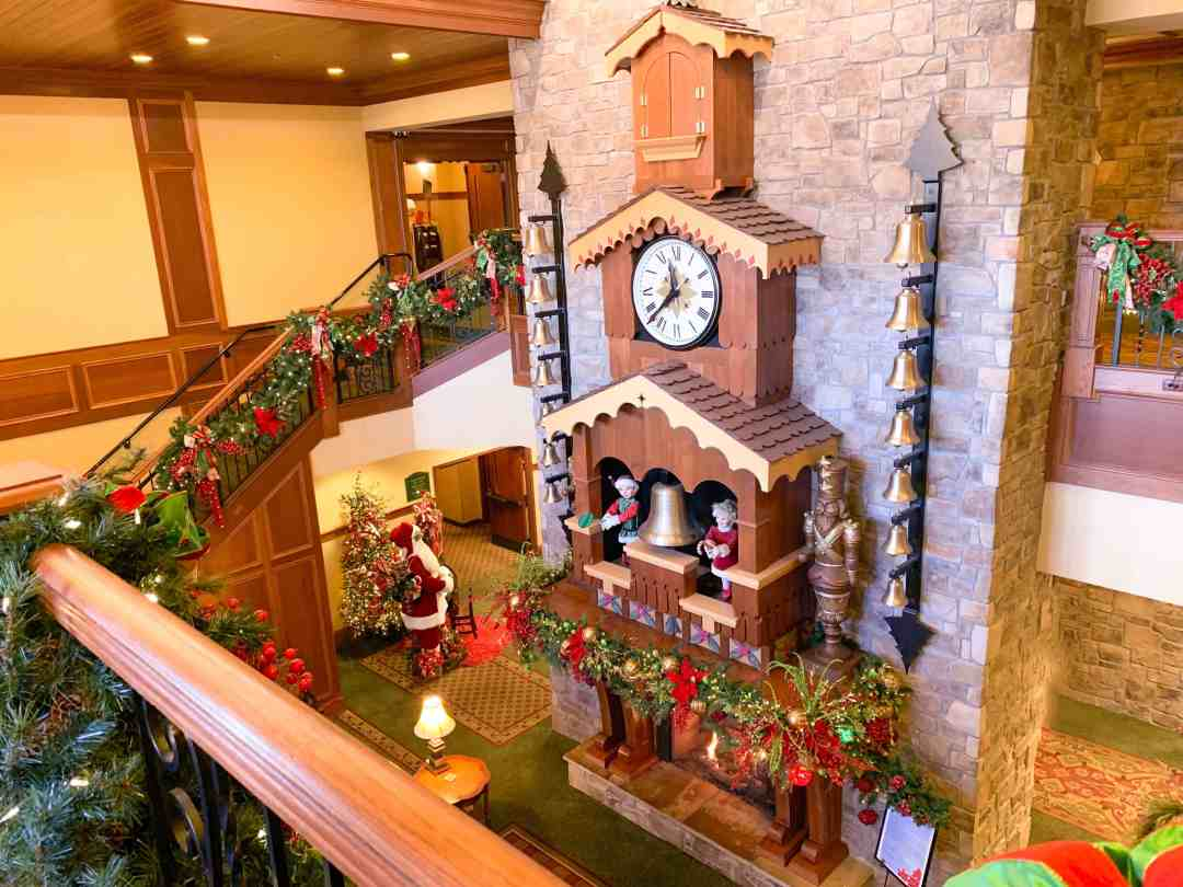 The Inn at Christmas Place Clock - Glockenspiel