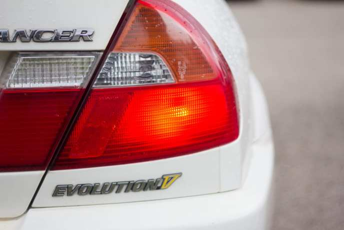 JDM Mitsubishi Lancer EVO V tail light