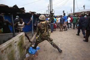 Thực hiện việc cách ly Ebola