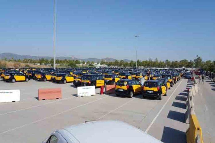 Uber y Cabify suspenden su actividad en Barcelona