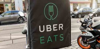 Los mensajeros de Uber y Deliveroo alquilan sus empleos