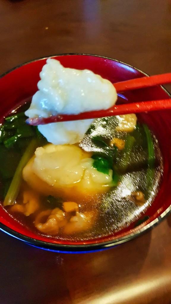 Japanische Neujahrstradition: Suppe mit Reiskuchen (Ozoni).
