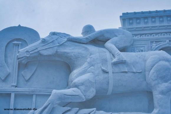 Bild einer Pferde-Schneeskulptur beim Yuki Matsuri