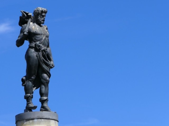 a dedication to the viking god of thunder