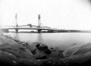 hawthorne-bridge