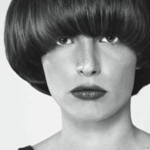 Svart/Vit bild på hårmodell