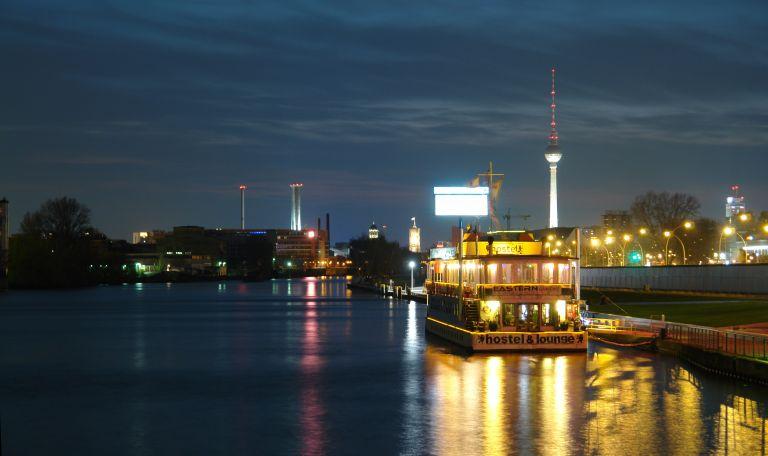 Eastern and Western Comfort Hostelboat Oost-Berlijn hostel hotels overnachten