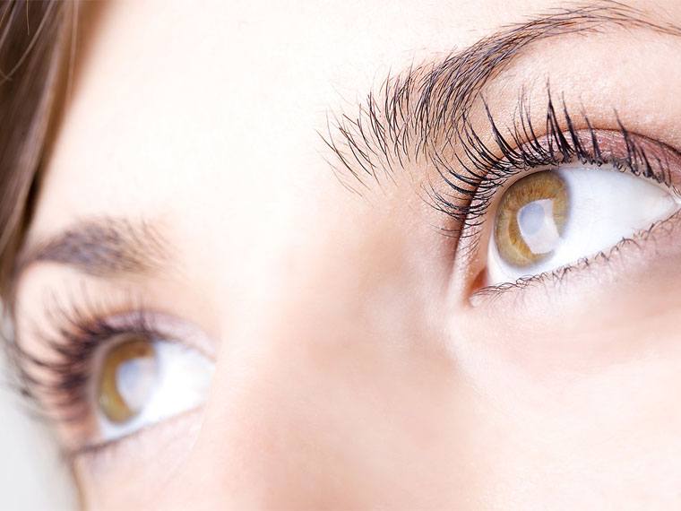 How to Grow Long Eyelashes with natural ingredients