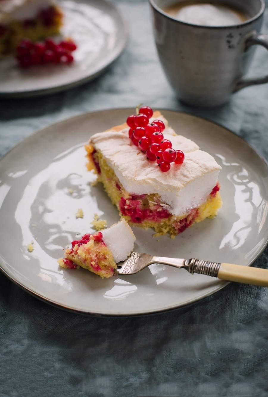 Roter-Johannisbeeren-Baiser-Kuchen