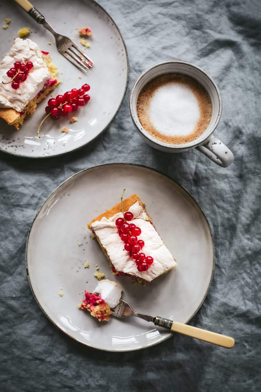 Roter Johannisbeer-Baiser-Kuchen