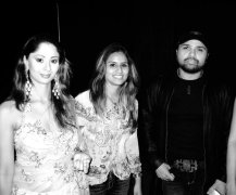 Tina Kundalia with Himesh Reshamiya backstage