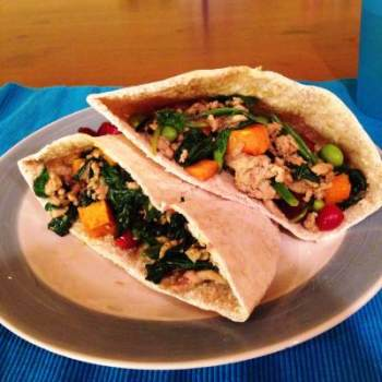 These turkey and sweet potato pita pockets are the perfect healthy dinner filled with lots of superfoods. I need more of these healthy meals!